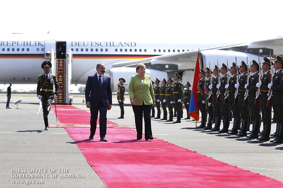 Merkel-Armenia-4
