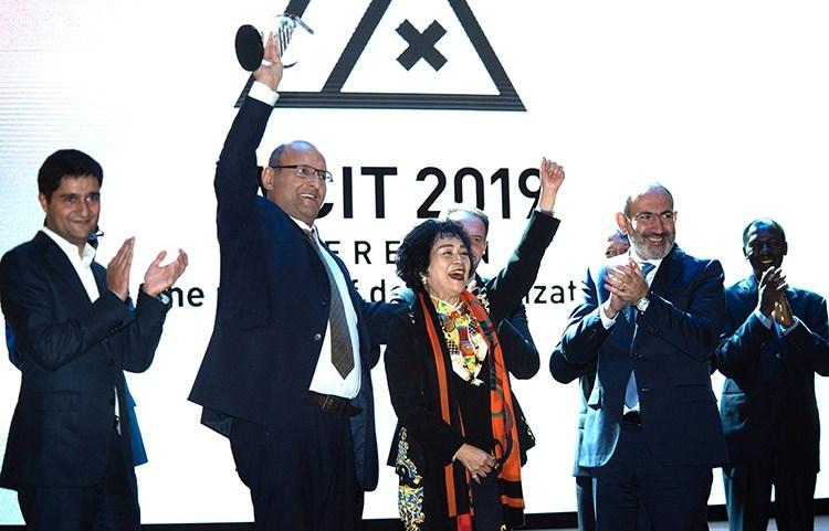 UATE President Alexander Yesayan, UATE Executive Director Karen Vardanyan, WCIT Chairman Yvonne Chiu and Prime minister of Armenia Nikol Pashinyan at the WCIT 2019 Gala diner
