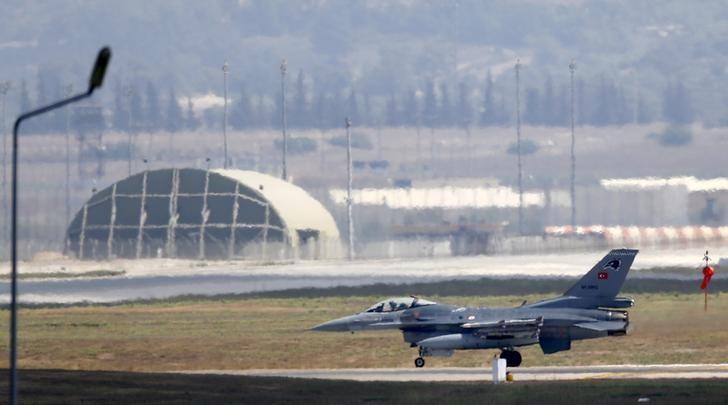 A Turkish Air Force F-16 fighter jet lands at Incirlik air base in Adana, Turkey, August 11, 2015. REUTERS/Murad Sezer