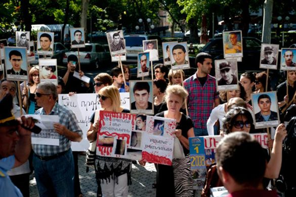 army-murder-protest-yerevan-presidental-office