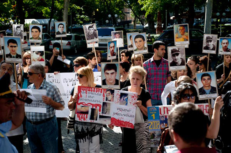 army-murder-protest-yerevan-presidental-office