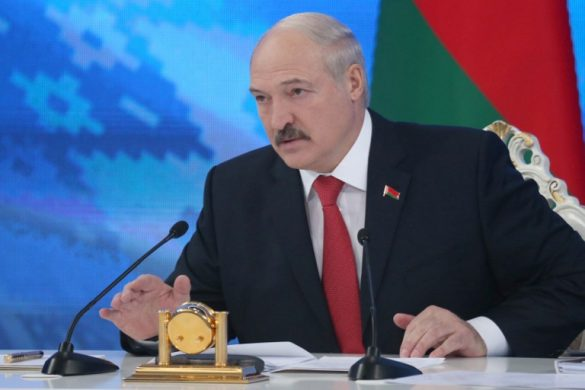 Belarus President Alexander Lukashenko meets with members of the public and local and foreign journalists in Minsk on February 3, 2017. / AFP PHOTO / BELTA / Nikolai PETROV