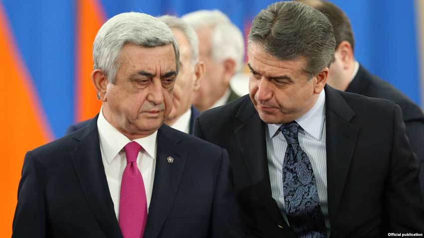 RA President Serzh Sargsyan and RA Prime Minister Karen Karapetyan during the award ceremony on the occasion of 'Army Day' at the RA Presidential Palace