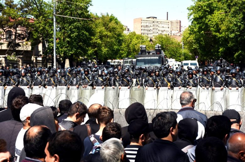 Protests-police3