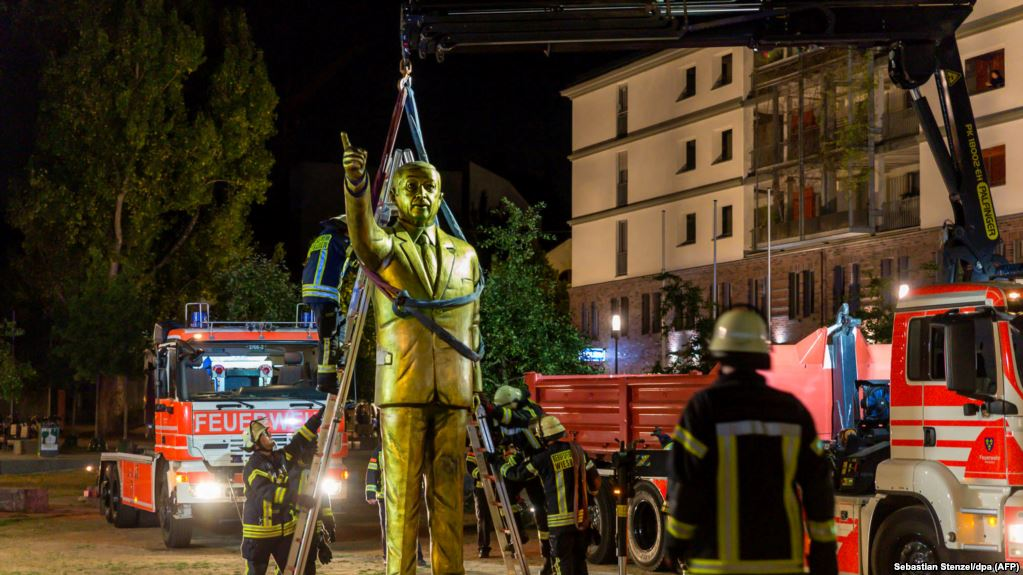erdoghan statue removed