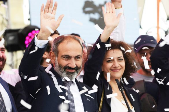 Newly elected Prime Minister of Armenia Nikol Pashinyan (L) greets supporters during a meeting in Republic Square in Yerevan, Armenia May 8, 2018. REUTERS/Hayk Baghdasaryan/Photolure - RC130CE32110