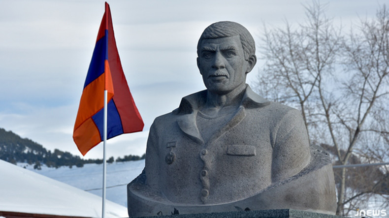 mikael avagyan statue