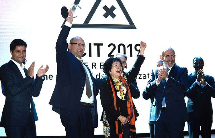 UATE President Alexander Yesayan, UATE Executive Director Karen Vardanyan, WCIT Chairman Yvonne Chiu and Prime minister of Armenia Nikol Pashinyan at the WCIT 2019 Gala diner