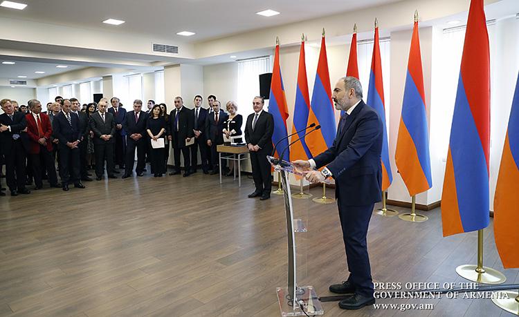 pashinyan-armenia-diplomats