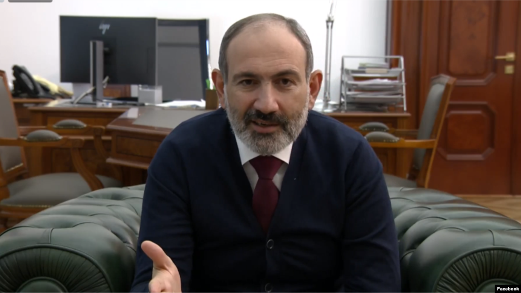pashinyan-phone