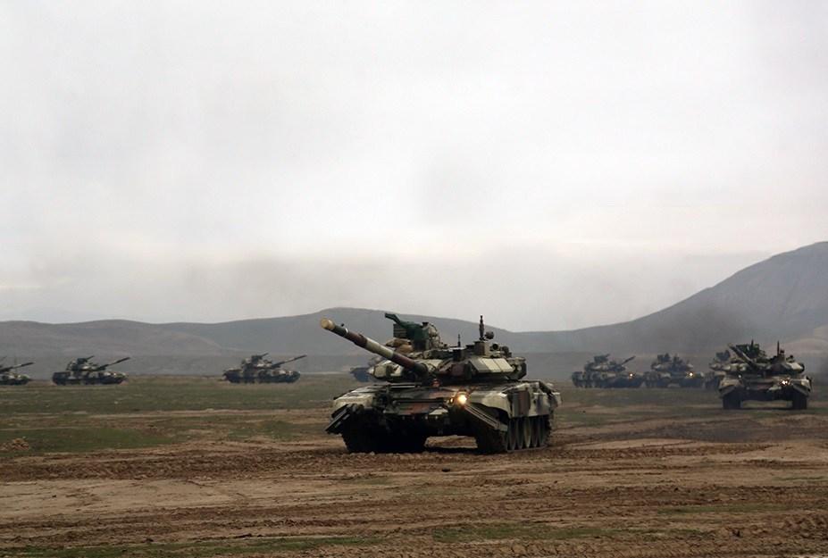 Azeri-Tanks