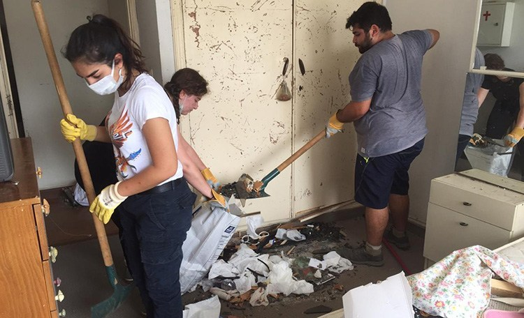 Antranik Scouts cleanup efforts.