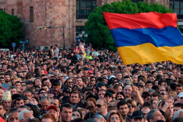 TOPSHOT - Armenian opposition supporters demonstrate in downtown Yerevan on April 25, 2018. (Photo by KAREN MINASYAN / AFP)        (Photo credit should read KAREN MINASYAN/AFP/Getty Images)