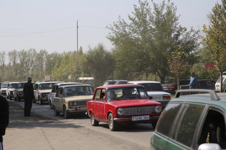 azeri citizens fleeing