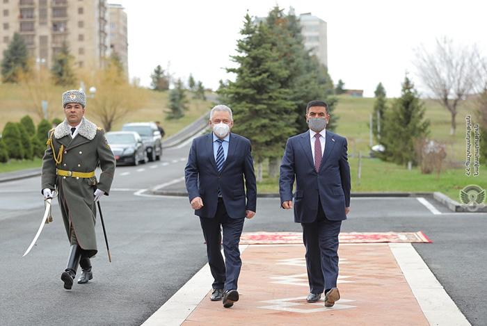 Armenia-Iraq-Defense-Ministers
