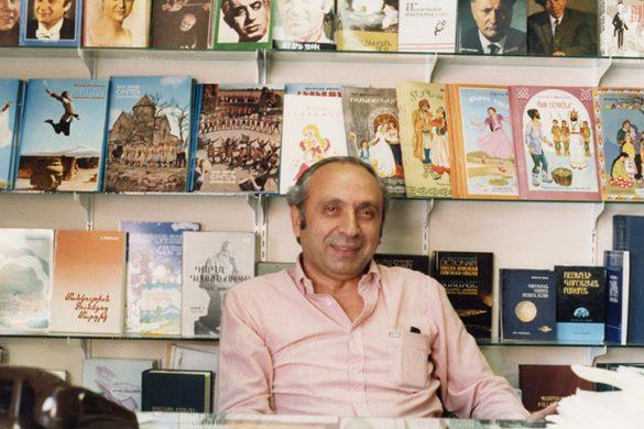 Ohannes_Hannessian_in_Shirak_Bookstore_LA