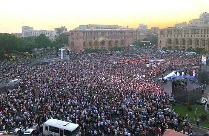 pashinyan-rally-06-17-d