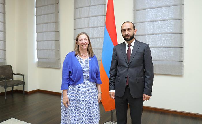 Ararat Mirzoyan-Lynne Tracy