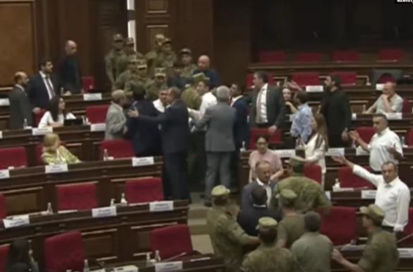 parliament08-11