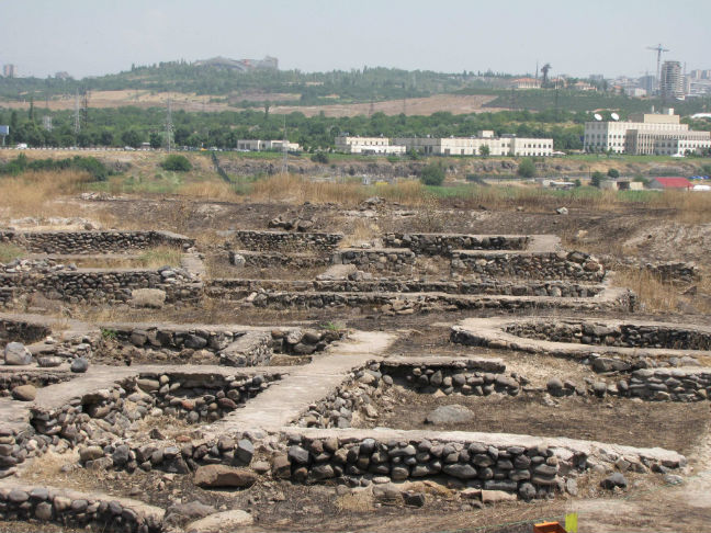 Shengavit excavation, American embassy in background