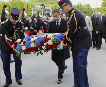 President Sarkozy laying a wreath in front of Komitas monument