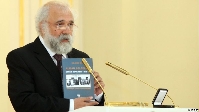 Ragip Zarakolu delivers a speech in Yerevan after receiving Armenian state award