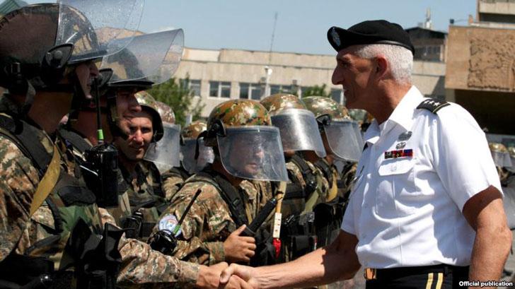 The commander of the U.S. Army in Europe, Lieutenant General Mark Hertling, inspects Armenian peacekeeping troops in Yerevan