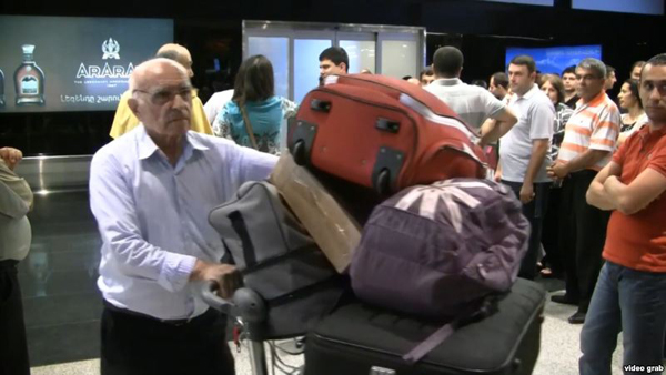 Syrian-Armenians arriving in Yerevan