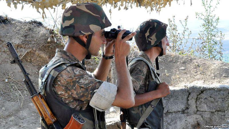 armeniansoldiersonborderpost