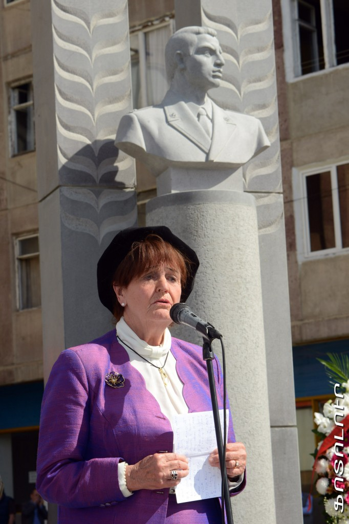 Gurgen-Margaryan-monument-4