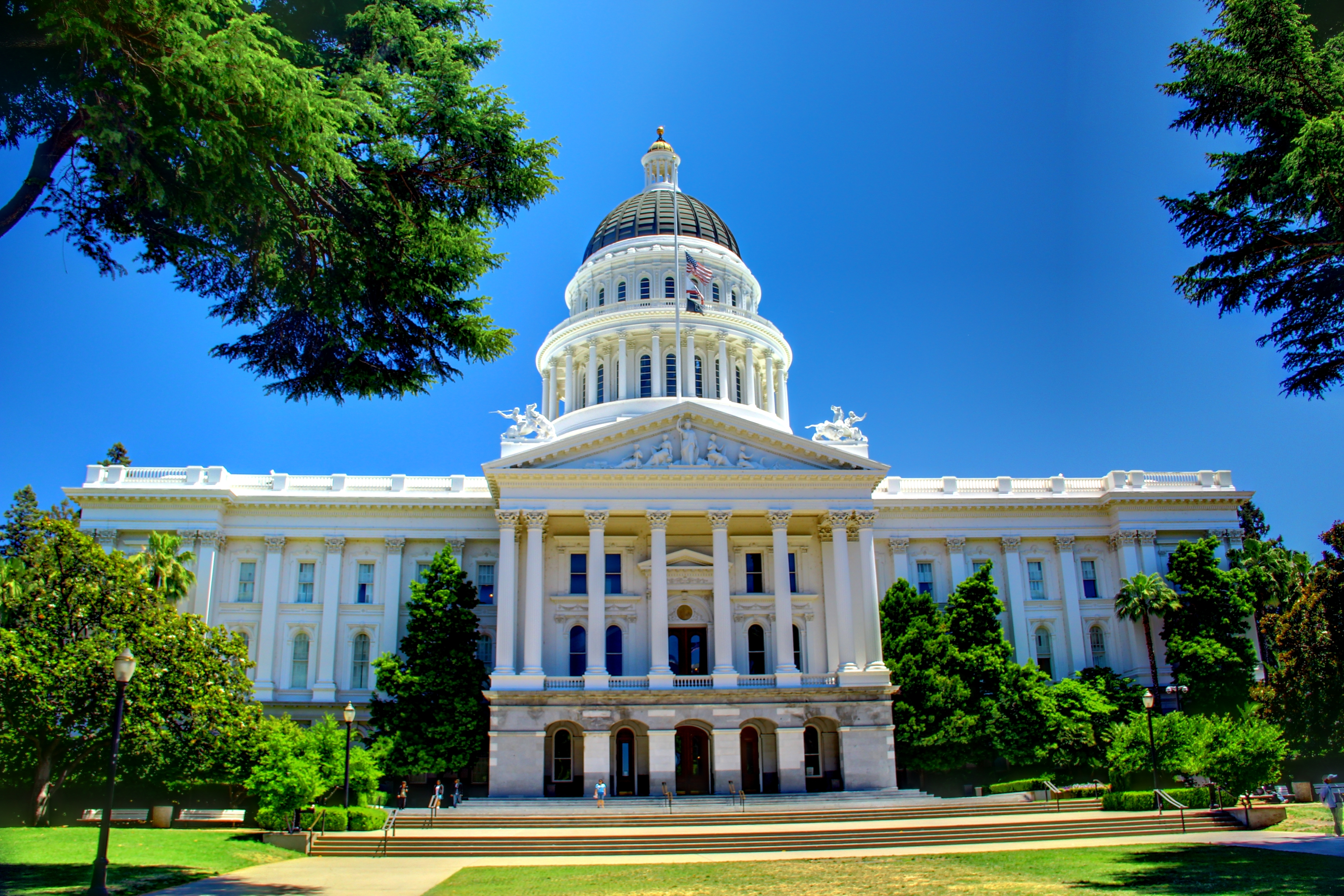 California_State_Capitol_Building_-_Full_Front_Facade