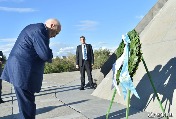 29.09.2014.  YEREVAN.  Greek President Carlos Papoulias pays a v