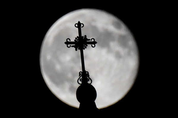 Extra full moon rose in Yerevan on Sunday