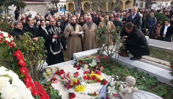 Hrant Dink commemorated at his graveside, flowers were laid by the attendees, and a religious ceremony was held. Prayers were said after the ceremony, and as has become custom, cemetery guard Malik Yalçin read a poem in memory of Hrant Dink.