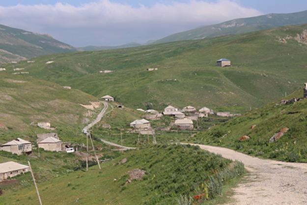 Approach to Nerkin Shorzha