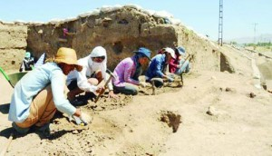 The Ottoman architecture of Urartu civilization is being unearthed near northeastern Van city's historical castle over viewing Urartu capital Tushpa, bringing to light a history of 5,000 year. Van DHA