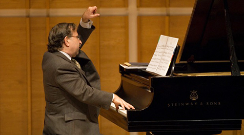 "??AHAN ARZRUNI on piano presenting the ""Music of Armenia: Then and Now"" at Merkin Concert Hall, New York City, Sunday, 09-17-2006. CREDIT: Photograph ?? 2006 Jack Vartoogian/FrontRowPhotos. ALL RIGHTS RESERVED."