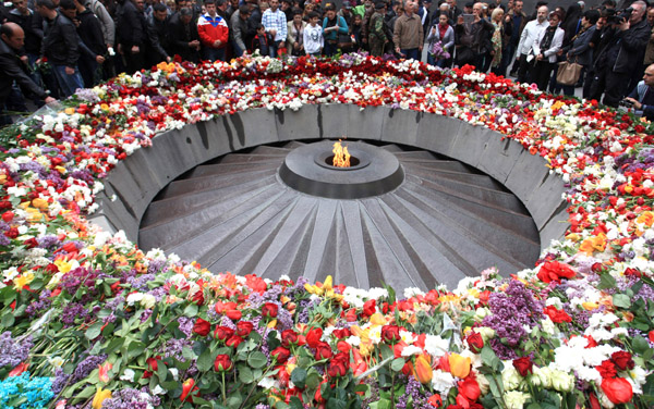epa04718942 People place flowers, as they pay tribute to victims of the Armenian genocide under the Ottoman Empire, during a commemorative ceremony at the Tsitsernakaberd Armenian Genocide Memorial Center in Yerevan, Armenia, 24 April 2015. Armenians commemorated the 100th anniversary of the Armenian Genocide on 24 April.  EPA/VAHRAM BAGHDASARYAN