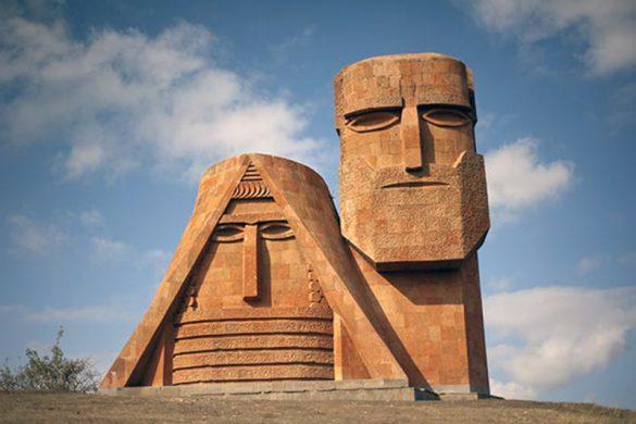 karabakh-tatik-papik-monument